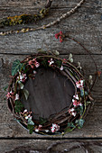 Wreath of Bodnant viburnum twigs and ivy tendrils on tray