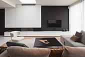 Modernes Wohnzimmer in gedeckten Farben