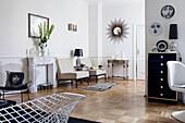 Elegantes Wohnzimmer mit Desigernmöbeln und Parkettboden