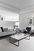 Minimalistisches modernes Wohnzimmer in Grautönen