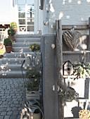 Decorative ideas around front door