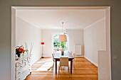 Blick ins Esszimmer, Haus eingerichtet im Country-Stil, Hamburg, Deutschland