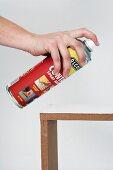 Wandkonsole selber bauen (Holzrahmen mit Spray besprühen)