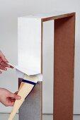 Wandkonsole selber bauen (Silberfolie an Holzrahmen anbringen)