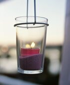 Tealight in suspended glass
