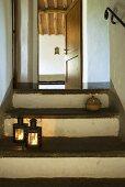 Laternen auf einer Treppe