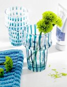 Handbemalte Vasen mit Blumen