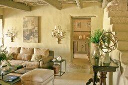 Gemütliches Wohnzimmer in einem provenzalischen Haus
