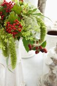 Summery flower bouquet as a table decoration (close up)