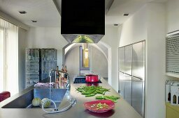 Designerküchenblock mit Edelstahl Arbeitsfläche und Edelstahl Einbauschränken