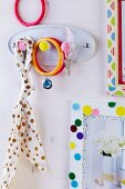 Coat pegs and picture frame decorated with felt confetti