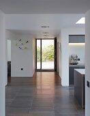 Point 7, Winchester, United Kingdom. Architect: Dan Brill Architects, 2014. Open-plan, minimalist white corridor