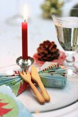 Christmas place setting with folded serviette and pastry cutlery