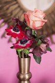 Romantic posy of rose and anemones