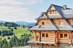 Three-storey log cabin in idyllic mountain landscape