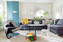 Colourful accessories in Scandinavian-style living room