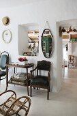 Mediterraner Raum mit antiken Möbeln