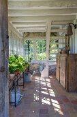 Rustikaler Wintergarten eines Bauernhauses