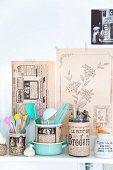 Mit nostalgischem Papier beklebte Gläser für Küchenzubehör
