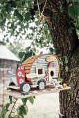 Caravan-shaped bird nesting box