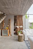 Concrete elements in lounge
