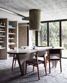Béton brut in kitchen; dining table and shelves made from moulded concrete