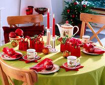 Tischdeko weihnachtlich, mit Äpfeln, Orangen, Filztaschen