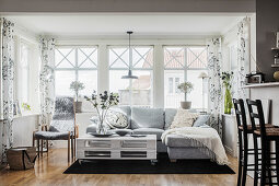 Grey sofa and pallet table in Scandinavian-style living room