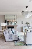 Glamouröses Wohnzimmer in Grautönen
