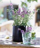 Strauss mit lila Blüten