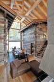 Modernes Architektenhaus um zwei alte Berghütten