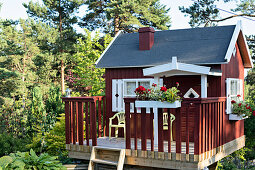 Swedish summer house in garden