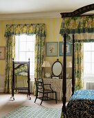 Colourful, historical bedroom in Cornwell Manor