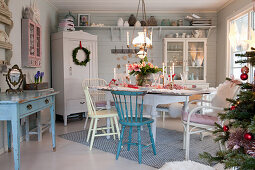 Festively decorated country-house-style dining room