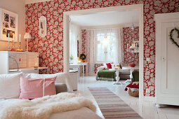 Wohnzimmer im skandinavischen Stil über zwei Räume