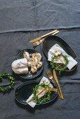 DIY-Kränzchen aus Blättern mit Goldpapier als weihnachtliche Tellerdeko