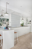 Minimalist kitchen entirely in white without wall units