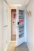 Hotelinformationen auf der Zimmertür