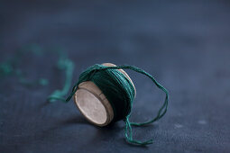 Making tassels: cardboard tube wrapped with thread