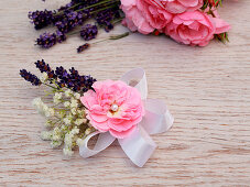 DIY-Haarschmuck mit Blüten