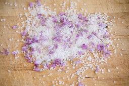 Selbst gemachter Schnittlauchblütensalz
