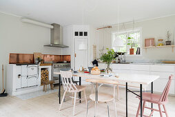 Large, bright, Scandinavian-style kitchen-dining room
