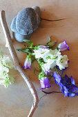 Natural decorative materials: driftwood, pebbles and flowers