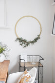 DIY wall decoration: eucalyptus branch in wooden ring
