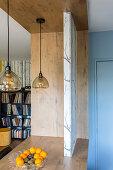Trennwand auf der Küchentheke zum Wohnraum