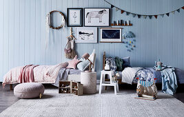 Sister room with two beds, dream catcher, pictures and pennant chain on the wall