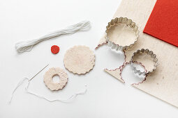 Making faux Christmas biscuits from felt