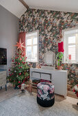 Christmas tree and opulent floral wallpaper in teenager's bedroom