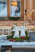 Winterliche Deko mit selbstgemachten Engeln und Naturmaterialien