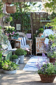 Shabby-chic terrace with comfortable seating area